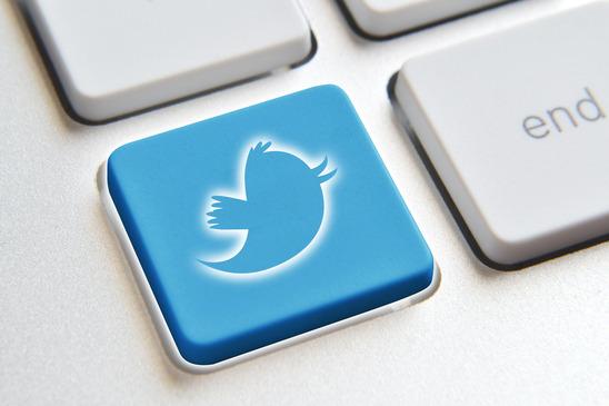 photodune-4052663-twitter-on-keyboard-xs